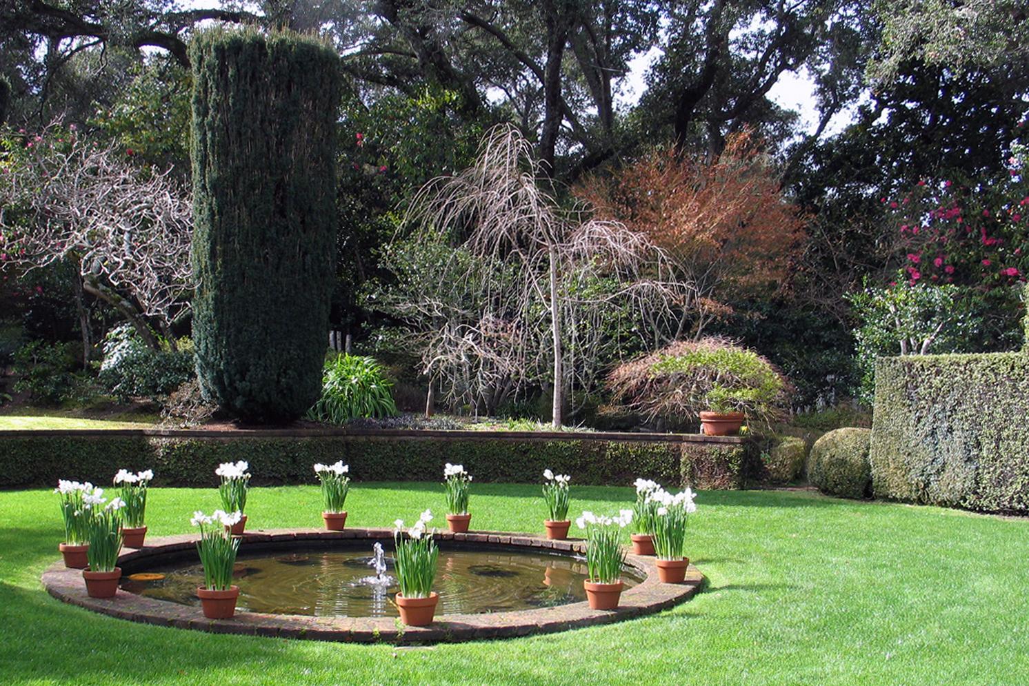 0 Chartres Garden Fountain Cropped De Graaf Design